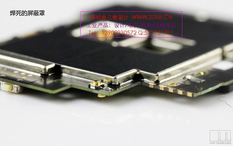 为MX3配备了5.1英寸的屏幕,并且这种另类也在分辨率上体现了出来。  本文的内容是对MX3进行拆解,对其内部构造进行一次深入的了解。首先,魅族MX3继续沿用可开盖设计,整体的风格与MX2相像,整体更薄,机身尺寸稍大了一些。 金属卡扣 很多人抱怨MX2的后盖开启有些麻烦,不过在MX3上这种情况要好了一些,虽然依旧是弹簧卡扣固定,但却做了微调,开启更方便了一些。  池仓内部构造 后盖开启后,电池直接裸露在外,并没有像MX2那样用金属板盖住,这样的设计是否会对散热更好呢?我们还需要进一步观察。  拆除中框 此